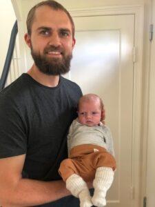 Jonas Kjær med baby
